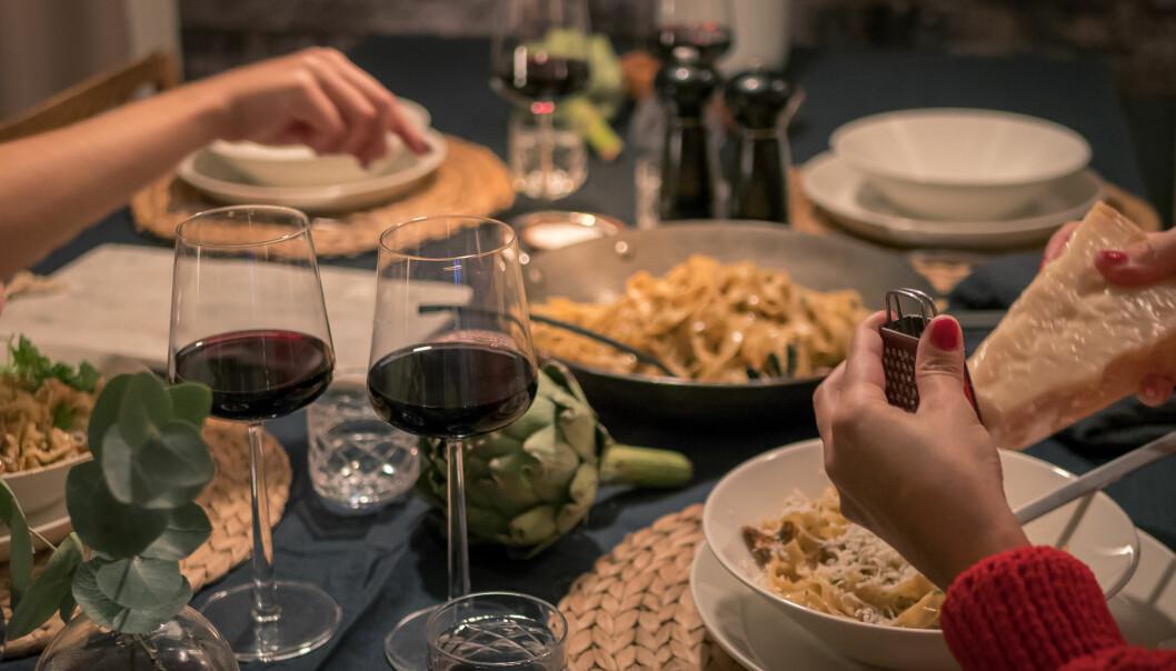 SPISE SENT PÅ KVELDEN: Stemmer myten om at du legger raskere på deg når du spiser sent på kvelden? FOTO: NTB Scanpix