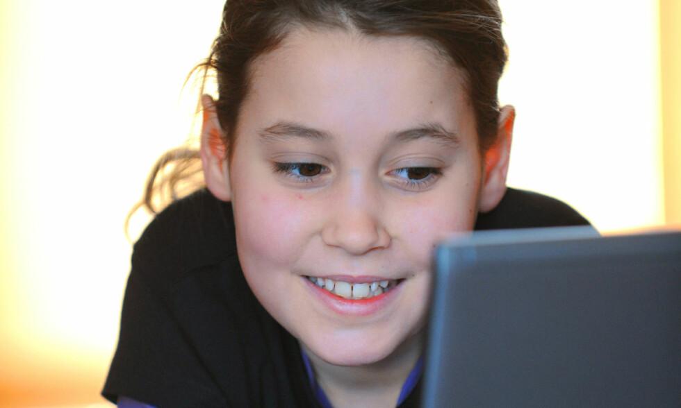 FÅR SURFE GRATIS: Familier som sliter økonomisk skal nå få gratis internett, sånn at barna skal kunne gjøre leksene hjemme. Illustrasjonsfoto: Frank May / NTB scanpix