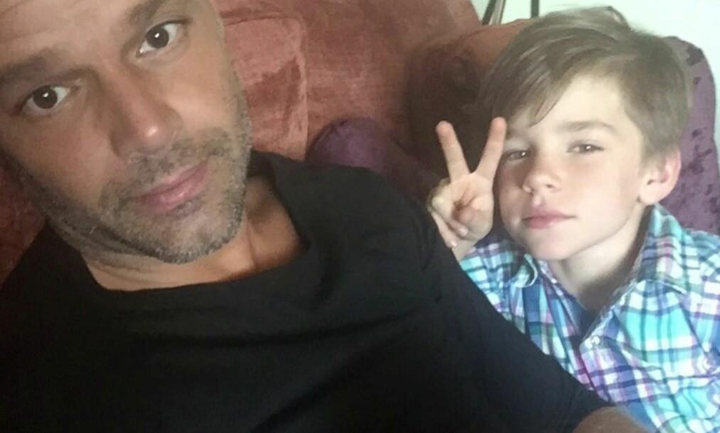<strong>FAMILIEMANN:</strong> Ricky Martin stortrives i rollen som pappa, og takker tvillingene sine for at han nå lever det livet han var ment å leve. Foto: Instagram