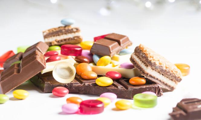 KUTT NED PÅ SUKKERET: Det er ikke feil å unne seg litt ekstra kos under mensen, men ekspertene råder deg til å droppe sukkeret hvis du sliter med soppinfeksjoner. FOTO: NTB Scanpix