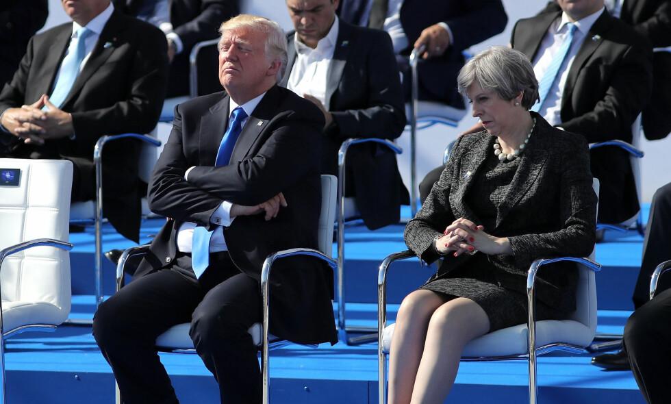DÅRLIG STEMNING: USAs president Donald Trump og britienes statsminister Theresa May har hatt flere offentlige konflikter siden Trump ble innsatt som president for et år siden. Først virket det som at Trump ikke ville ha et møte med May under World Economic Forum, men skal nå ha endret mening. Her er de to under Nato-toppmøtet i Brussel i Mars. Foto: PA Photos / Dan Kitwood / NTB Scanpix