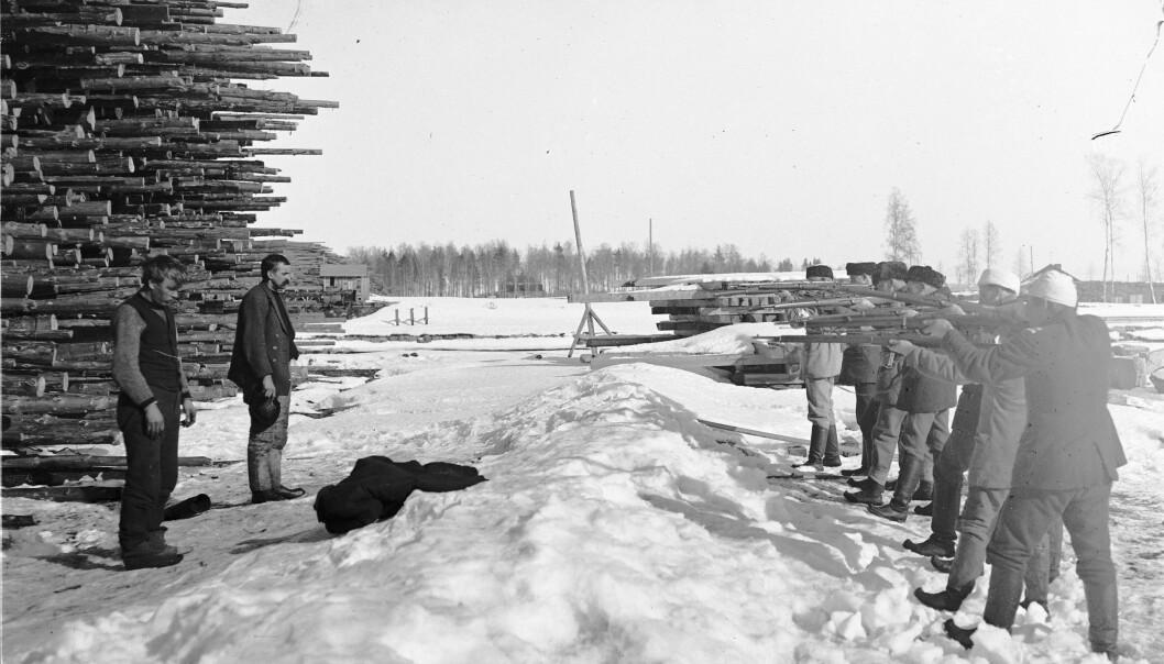 <strong>Et splittet folk:</strong> Nærmere 40 000 mennesker døde under borgerkrigen i Finland. Over halvparten var «Røde» som ble henrettet eller døde i konsentrasjonsleirer. <br>Foto: Wikimedia Commons
