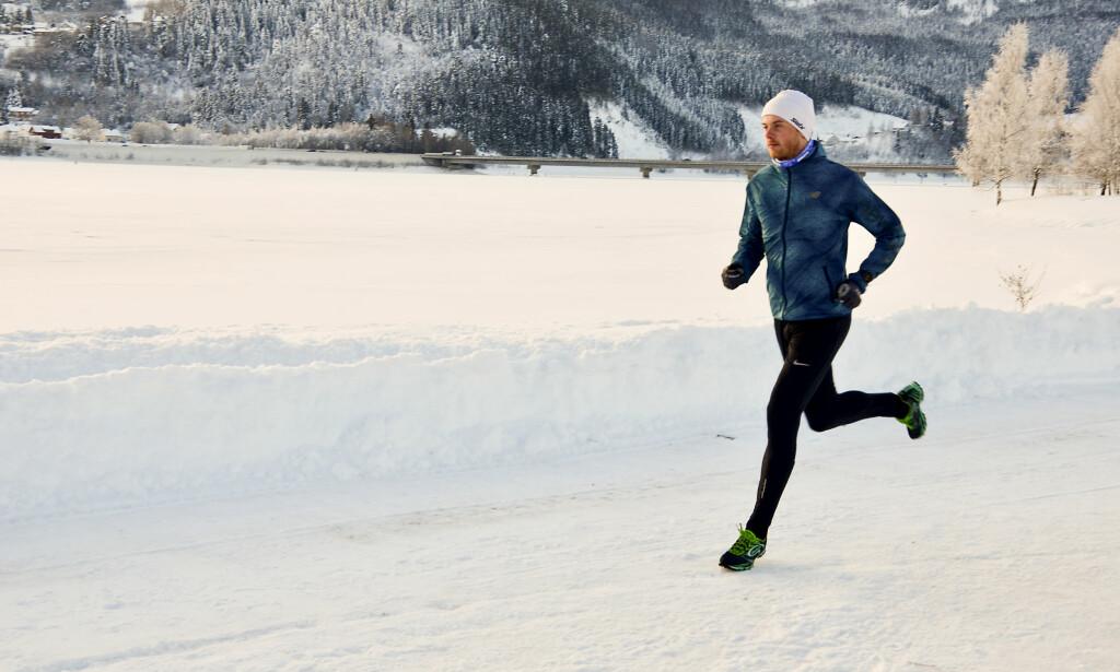 DISPONER LØPET: - Det er gjerne lurt å starte roligere enn det man tror man kan klare for hele løpet, og så heller øke på slutten om det er krefter igjen, sier maratonløper Simen Næss Berge. Foto: Kristin Roset