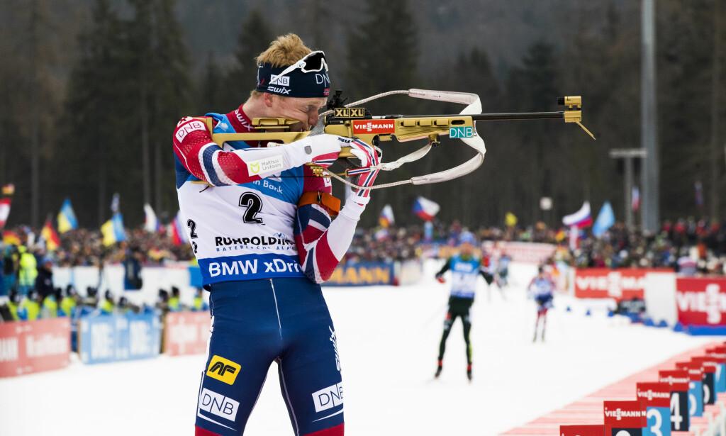 NYTT SUPERLØP: Johannes Thingnes Bøe vant selv om han fikk en bom i vindkastene i Anterselva i dag. Her er han i aksjon i Ruhpolding. Foto: Berit Roald / NTB Scanpix