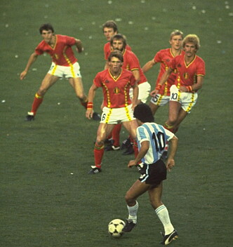 FRYKTET: Belgia konsentrerte seg om Maradona i 1982. Foto: Dagbladets bildearkiv
