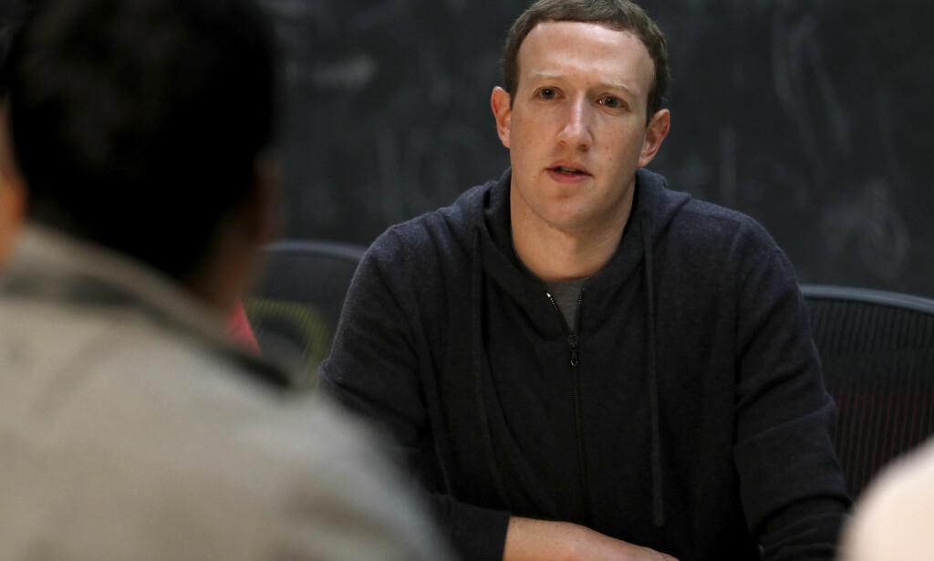 NYTT SYSTEM: Facebook og toppsjef Mark Zuckerberg ruller ut et nytt system for å rangere nyhetsmedier. Foto: Jeff Roberson / NTB scanpix.