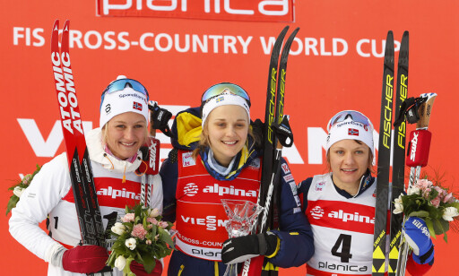PÅ PALLEN: Kathrine Harsem smilte etter karrierens første pallplassering i verdenscupen. Foto: Primoz Lovric / NTB scanpix