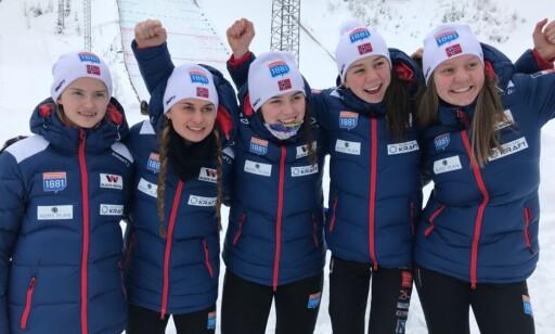 HISTORISKE KOMBINERTJENTER: Mari og Marte Leinan Lund, Thea Øihaugen, Hanna Midtsundstad og Gyda Westfold Hansen. Foto: Norges Skiforbund