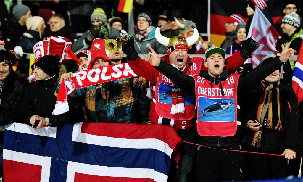 TOK AV: Norske tilskuere i Oberstdorf var i ekstase etter seieren. Foto: Vegard Wivestad Grøtt / Bildbyrån