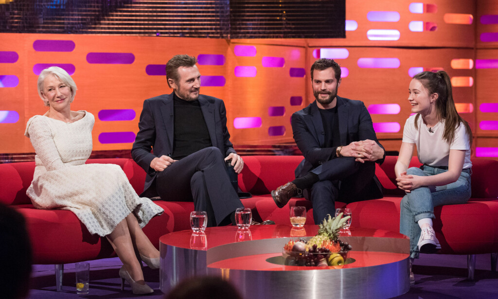 CELEBERT SELSKAP: Norske Sigrid Solbakk Raabe var gjest i fredagens «The Graham Norton Show» sammen med Helen Mirren, Liam Neeson og Jamie Dornan. Foto: PA photos / Matt Crossick