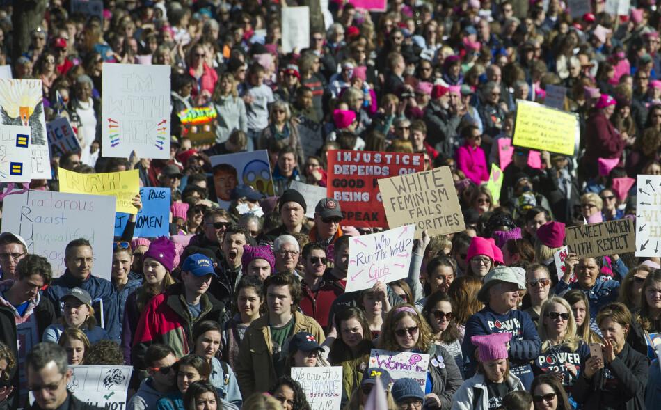DEMONSTRASJON: Tusenvis av demonstranter deltok i Women's March i Washington. Foto: AP / NTB scanpix