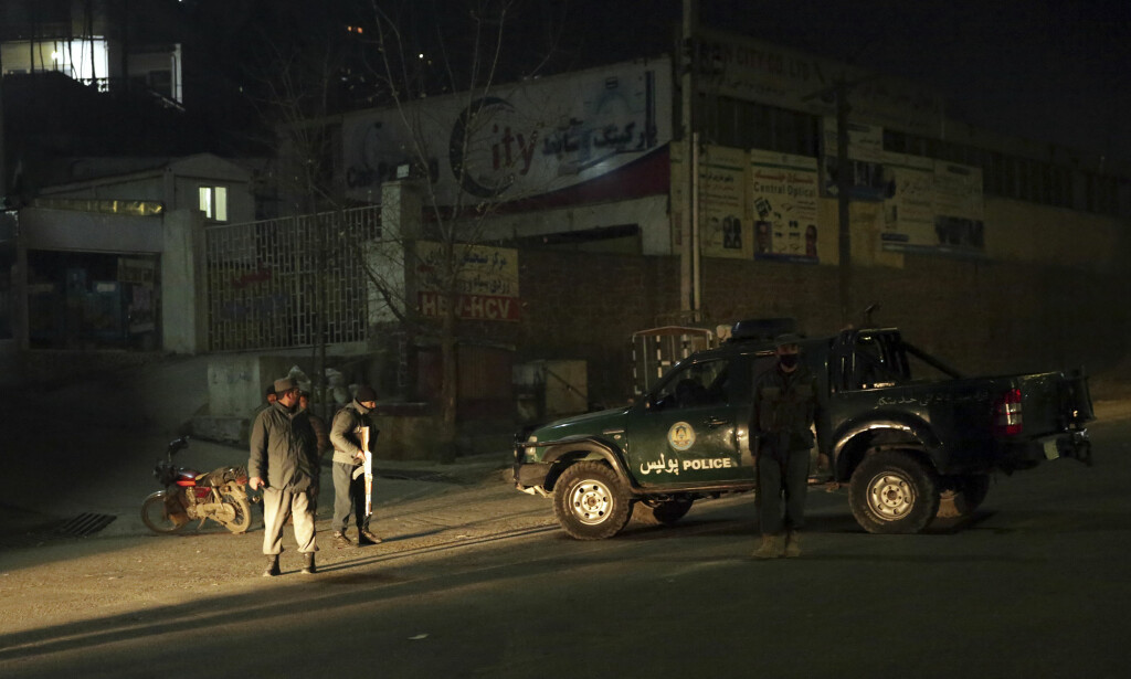 DØDELIG ANGREP: Minst 18 personer ble drept i angrepet mot et luksushotell i Kabul. Norske soldater bidro til å stanse angrepet, opplyser Forsvarets operative hovedkvarter. Foto: NTB Scanpix / AP Photo/Massoud Hossaini
