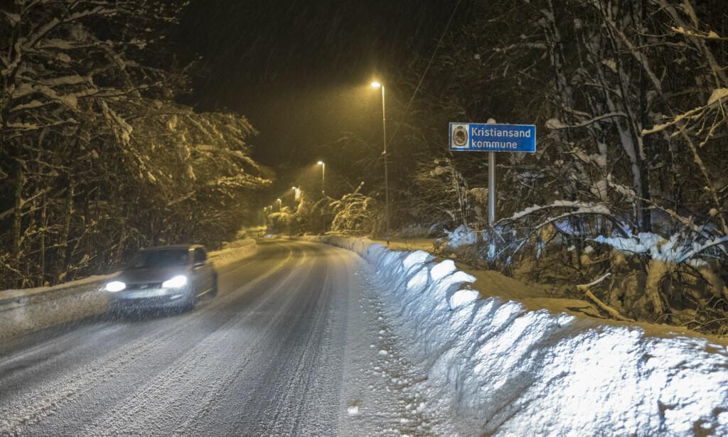 SKAPER PROBLEMER: All snøen på Sørlandet skaper problemer for strømforsyningen. Foto: Tor Erik Schrøder / NTB scanpix