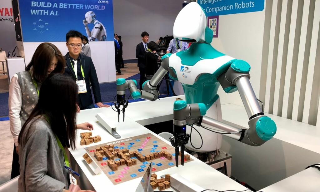 SCRABBLEKONGEN: Ifølge iFlyTek skal det være temmelig vanskelig å slå denne roboten i det populære ordspillet. Foto: Bjørn Eirik Loftås