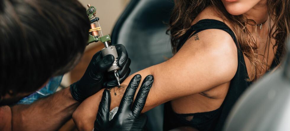- Det er såkalte «hipster-tatoveringer» som er in nå