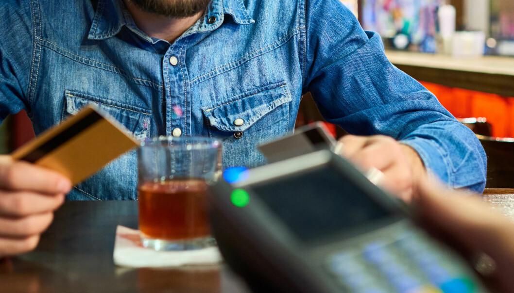 I dag må du bevise om noen misbrukte bankkortet ditt. Snart kan det endre seg