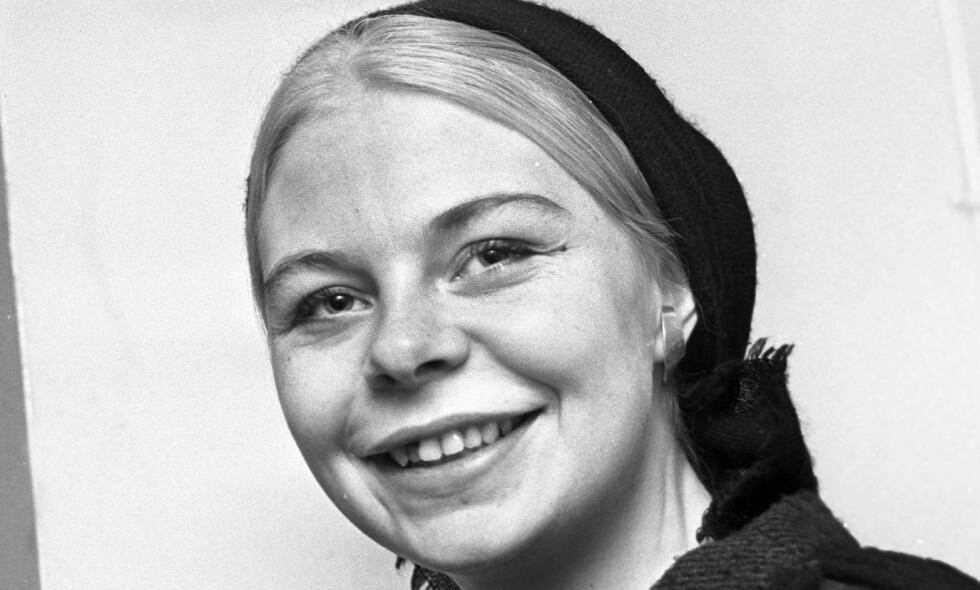 BY DIKT: På Kornet starter i dag en ny serie som garantert vil bli like populær som Farmen. Vi skriver om uaktuelle bokutgivelser og trykker et dikt av Kate Næss, lyriker, her fotografert i 1962. Foto: Dagbladet.