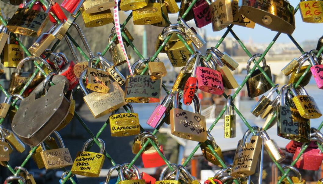 HENGELÅS: Dere trenger ikke reise til Paris for å utføre en symbolsk handling i kjærlighetens navn! Foto: NTB Scanpix
