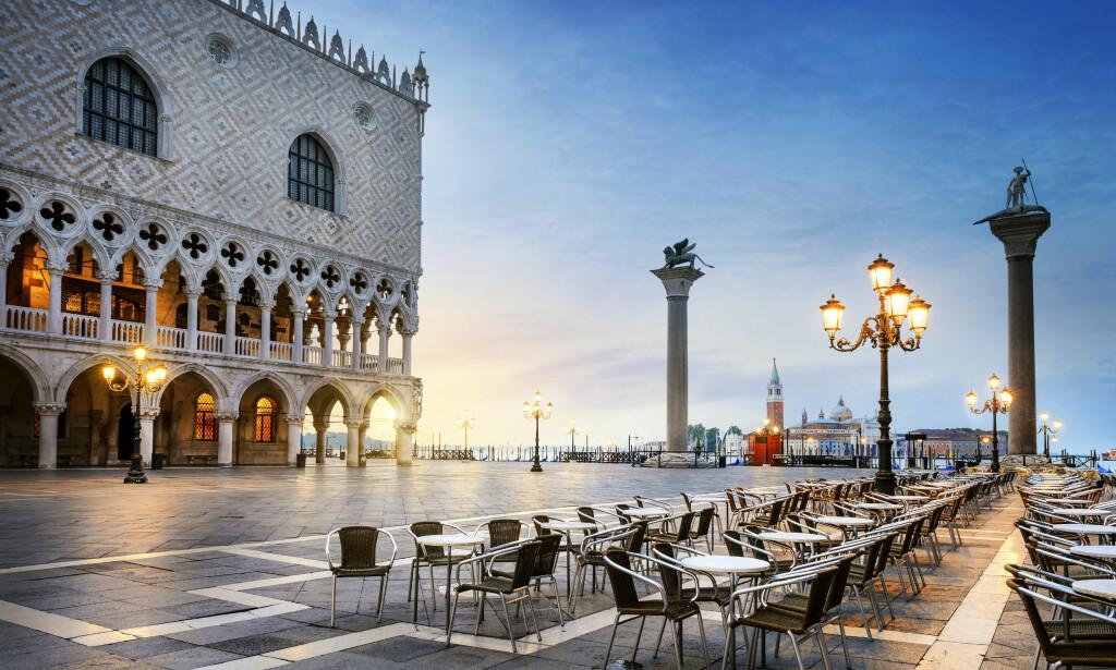 SAN MARCO-PLASSEN: Venezia er vakkert, men også dyrt. Det har vært flere tilfeller av turister som har blitt presentert for skyhøye regninger etter å ha spist på restauranter i de mest attraktive bydelene. Foto: Shutterstock / NTB Scanpix