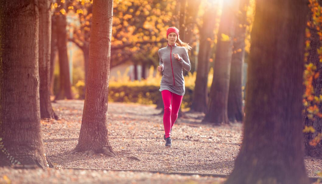 FYSISK AKTIVITET: Det frister kanskje ikke, men en løpe- eller gåtur mens du har menstruasjon kan lindre smertene. FOTO: NTB Scanpix