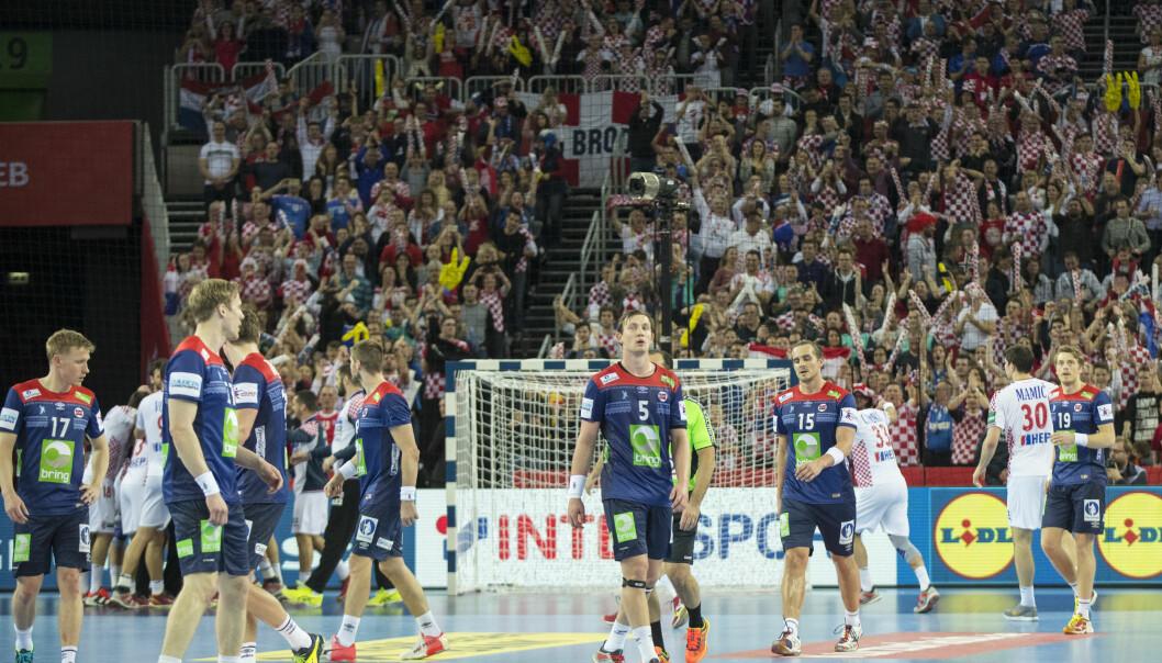 MÅ SLÅ SVERIGE: Sander Sagosen og de norske håndballgutta må slå Sverige med fem for å håp om EM-semifinale - og for å få direkteplass til VM neste år. Foto: Vidar Ruud / NTB scanpix