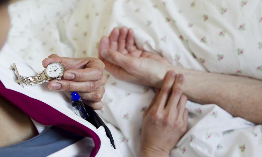 image: Problemet for sykepleier-studentene er ikke menn som klasker dem på baken