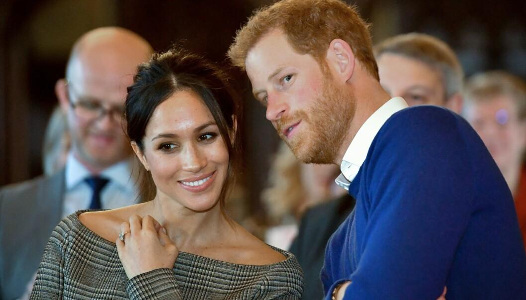 <strong>GIFTEKLARE:</strong> Prins Harry og hans forlovede Meghan under et besøk på Cardiff Castle tidligere i år. Foto: NTB Scanpix