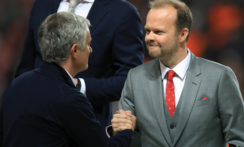 RIKEST: Jose Mourinho og klubbdirektør Ed Woodward kan være fornøyd med at Manchester United topper Deloittes liste over rikeste fotballklubber. Foto: NTB Scanpix
