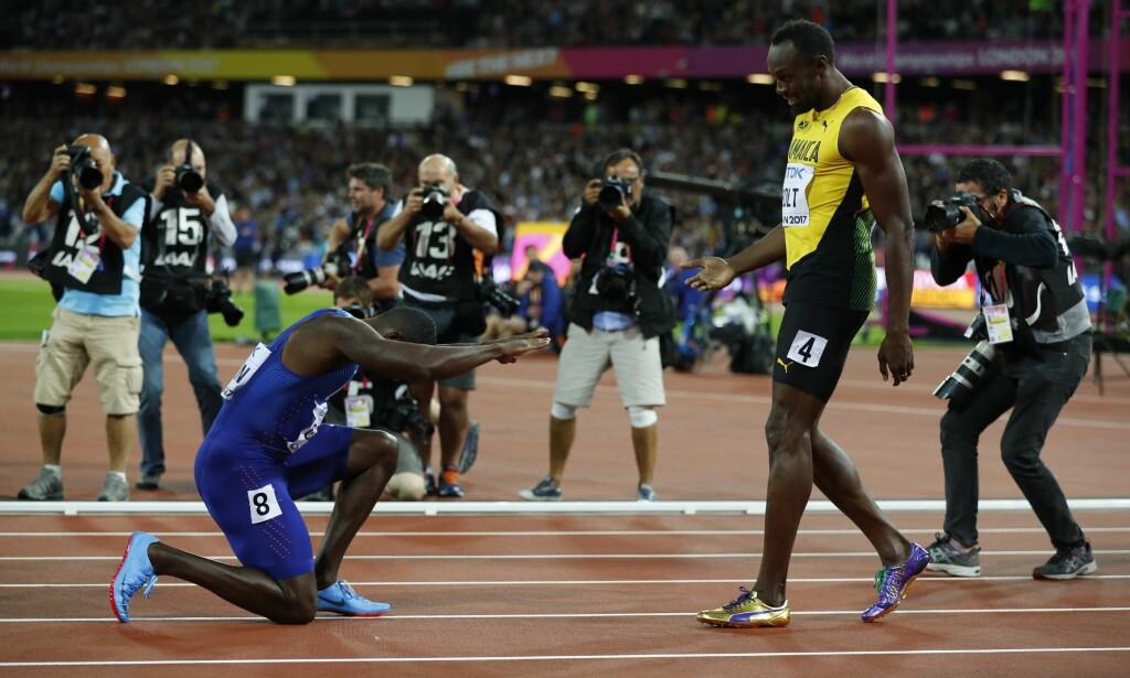 VM-GULL: Justin Gatlin tok VM-gull, men gikk på kne for sprintkongen Usain Bolt. Foto: REUTERS/Phil Noble