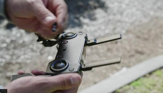 <strong>KOMPAKT:</strong> Fjernkontrollen er enda mindre enn før, der stikkene kan tas av og puttes i hulrom når den ikke er i bruk. Foto: DJI/Youtube