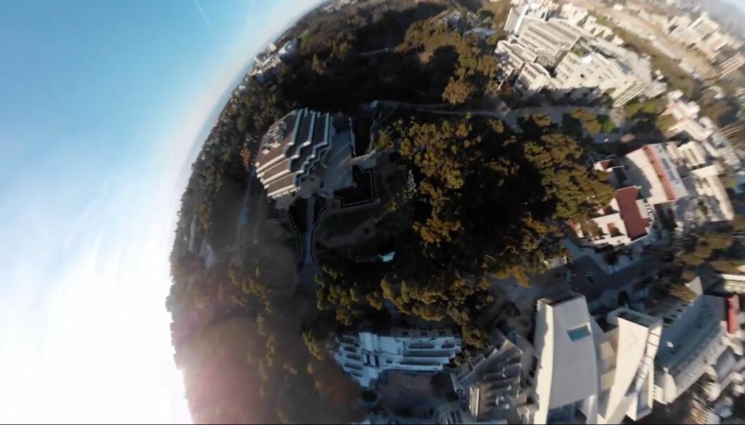 <strong>360-GRADER:</strong> Mavic Air skal i løpet av åtte sekundet klare å ta 25 bilder i alle retninger, som så sys sammen til et 360-gradersbilde. Foto: DJI