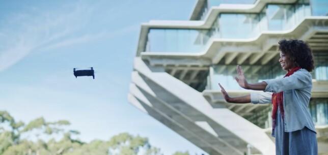 BARE HENDENE: I likhet med lillebror Spark, skal Mavic Air også klare å gjenkjenne bevegelser og fly uten fjernkontroll. Foto: DJI