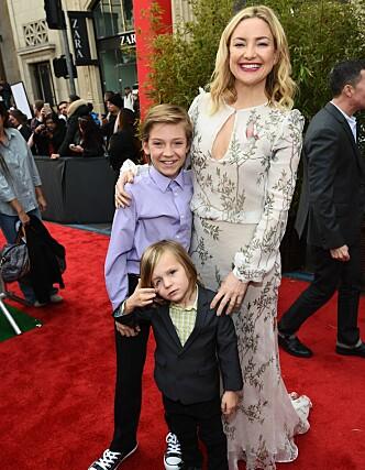TOBARNSMOR: Kate Hudson er mor til sønnene Ryder (bak) og Bingham. Foto: NTB scanpix