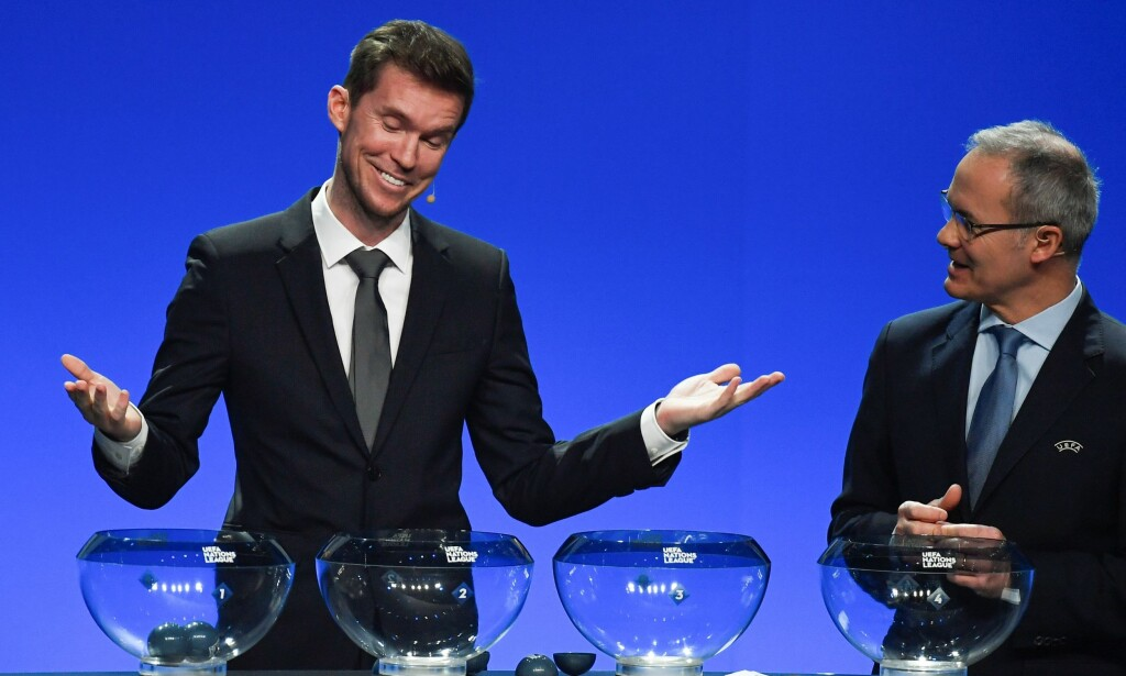 BLE FLYTTET: Alexander Hleb og Giorgio Marchetti trakk gruppene i UEFA Nations League. Foto: AFP PHOTO / Philippe DESMAZES