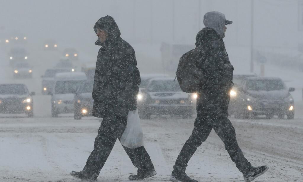I HVER SIN RETNING: Gatebilde fra Kiev i januar. Men kanskje finnes det en 3. vei for Ukraina? Foto: REUTERS / NTB Scanpix
