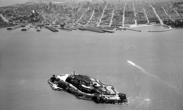 FARLIG FARVANN: Det er 2000 meter fra Alcatraz til fastlandet - en strekning full av sterke havstrømmer. Foto: AP / NTB Scanpix