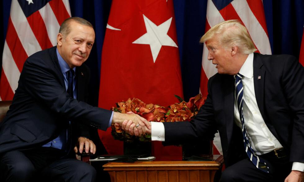 SNAKKET SAMMEN: Recep Tayyip Erdogan og Donald Trump. Her i forbindelse med et FN-møte i New York tilbake i september. Foto: REUTERS/Kevin Lamarque / NTB Scanpix