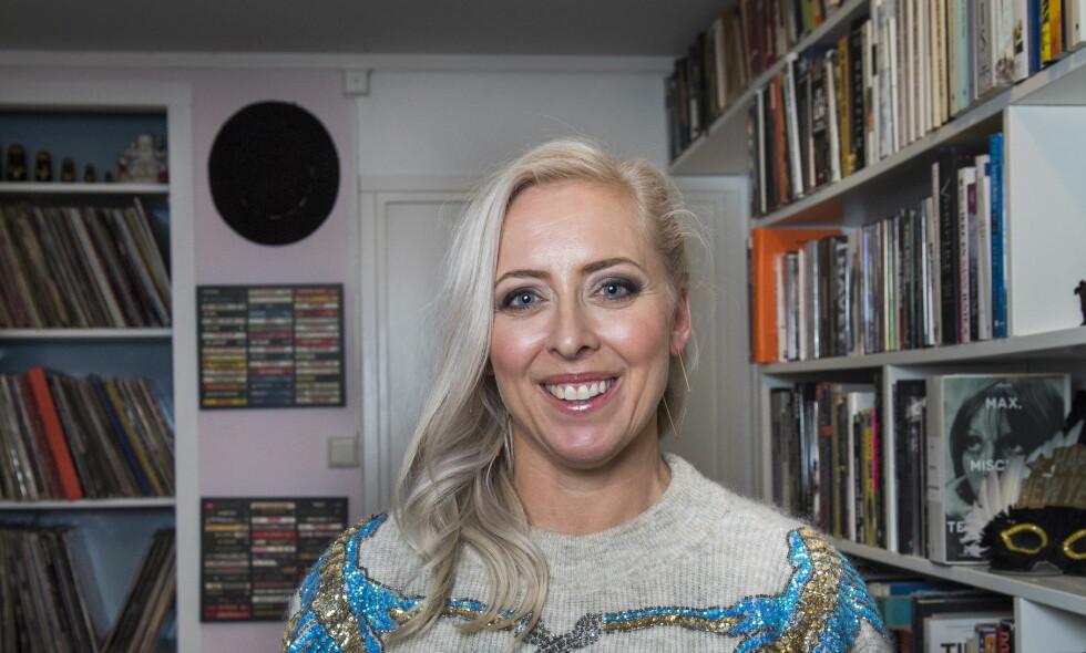 POP OG POESI: Mona B. Riise forteller om poetiske «høydepunkter» fra populærmusikken i ny bok. Foto: Lars Eivind Bones
