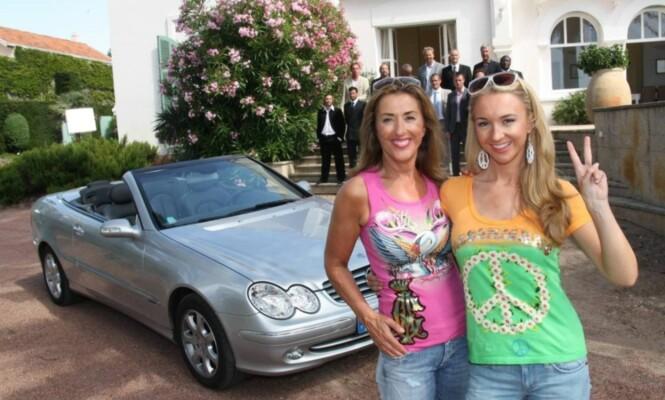 FRIERE: Pia og Jasmin viste frem frierne sine i 2009. Foto: Sølve Hindhamar