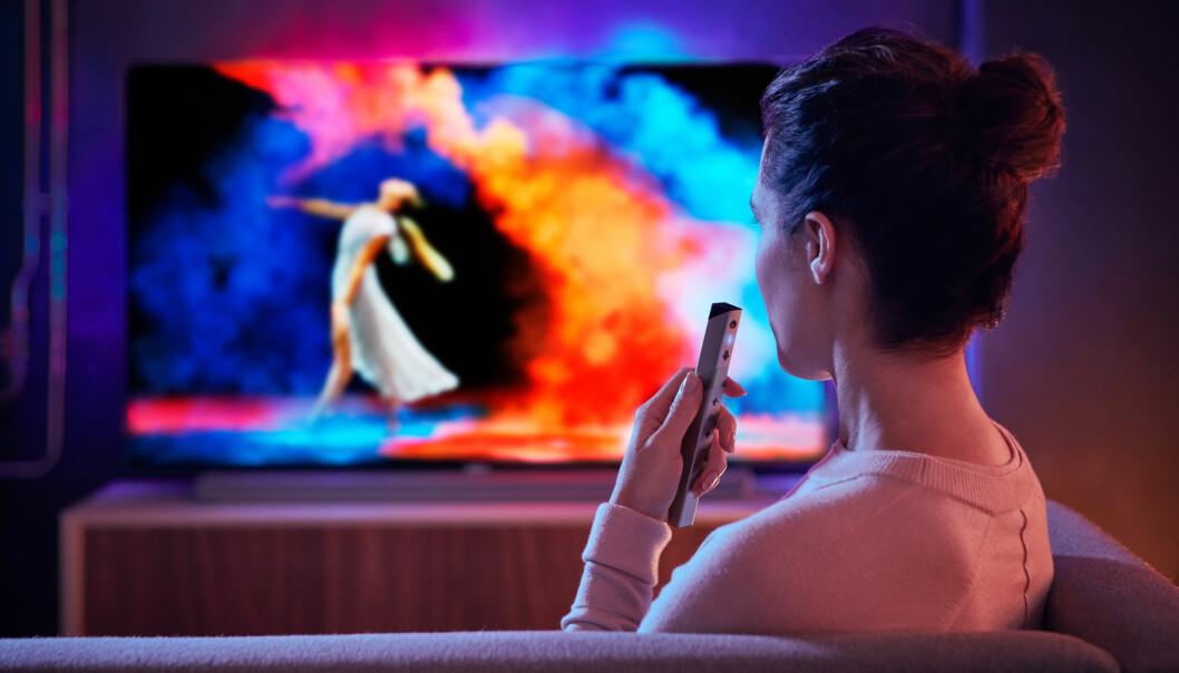 <strong>STEMMESTYRING:</strong> Philips bygger Google Assistant inn i TV-ene sine, og utvider OLED-satsingen sin. Foto: Philips
