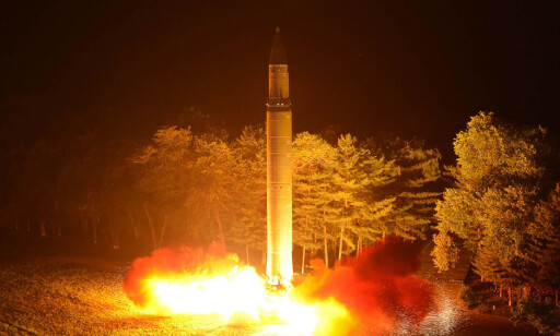 ATOMTRUSSEL: Cohn fryktet at Trumps oppsigelse av handelsavtalen med Sør-Korea kunne gjøre USA langt mer sårbart overfor nordkoreanske atomraketter. På bildet det interkontinentale ballistiske missilet Hwasong-14. Foto: KCNA / AFP / NTB Scanpix