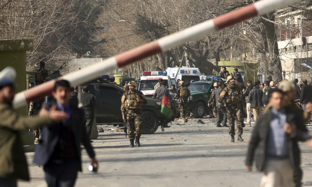 DET ALLER SIKRESTE OMRÅDET: Bomben gikk av innenfor den såkalte grønne sonen, der de viktigste statsinstitusjonene og blant annet den norske ambassaden holder til Kabul. Foto: Massoud Hossaini, AP/NTB Reuters.