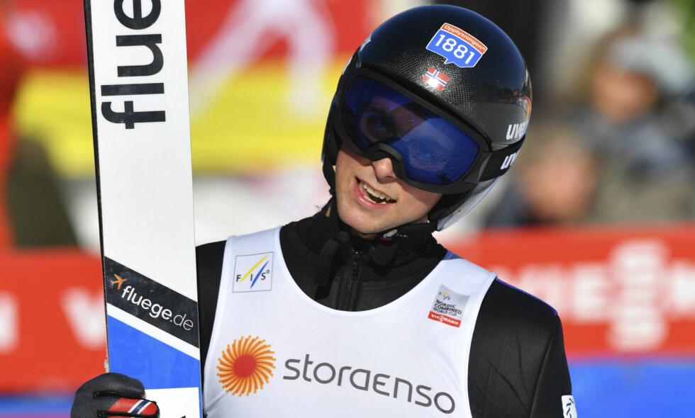 I FORM: Jarl Magnus Riiber ble nummer to under hoppinga, men falt ned én plass i sporet. Foto: Kerstin Joensson / AP Photo / NTB Scanpix