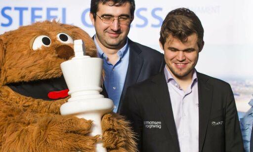 image: Carlsen kjemper om seieren i Nederland