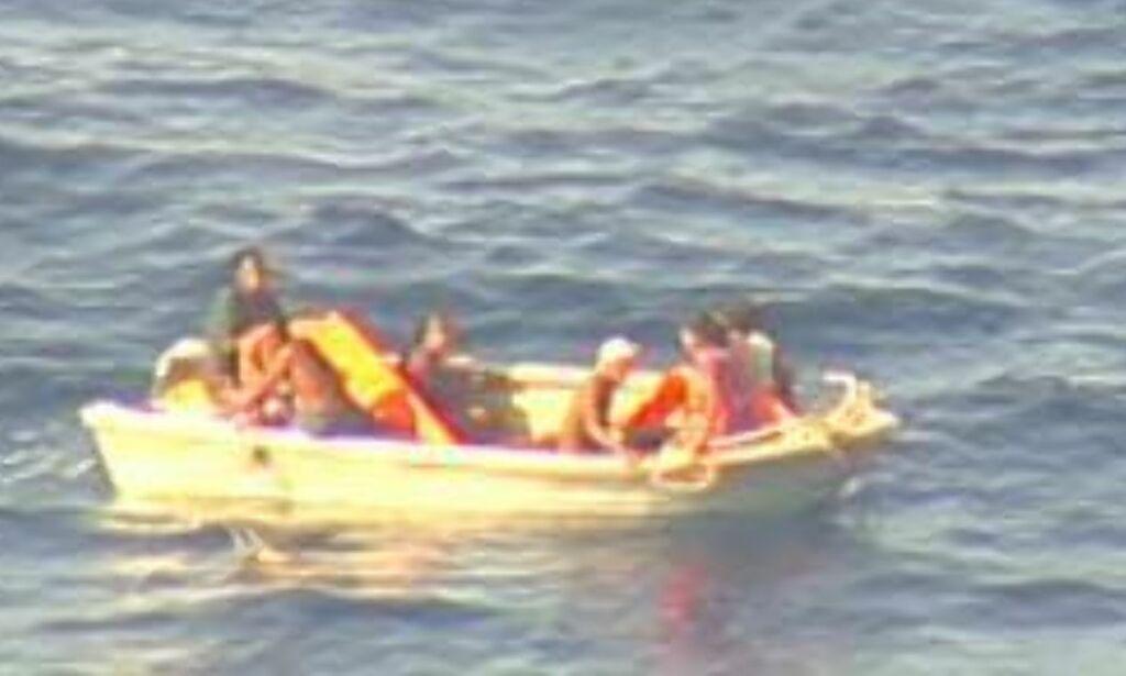 image: Sju funnet i søk etter forsvunnet ferje i Stillehavet