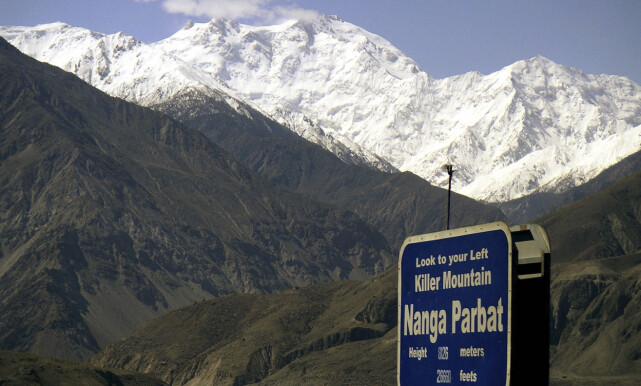 «DØDSFJELLET»: 8126 meter høye Nanga Parbat, også kalt «dødsfjellet», ses i bakgrunnen. Foto: Musaf Zaman Kazmi / AP / NTB Scanpix