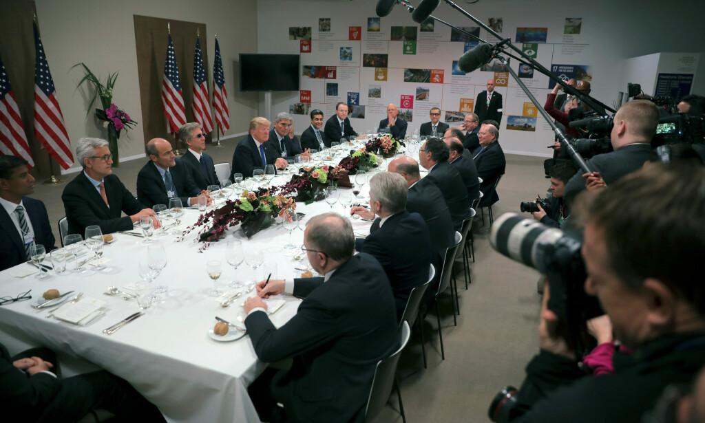 Statoil-sjef Eldar Sætre var en av 15 toppledere som ble invitert til en privat middag sammen med USAs president Donald Trump i Davos. Foto: Carlos Barria / Reuters / NTB Scanpix
