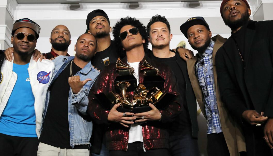 VANT: Bruno Mars vant Grammy-prisen for årets sang med låten «That's What I Like». Foto: NTB scanpix / AFP PHOTO / Timothy A. CLARY