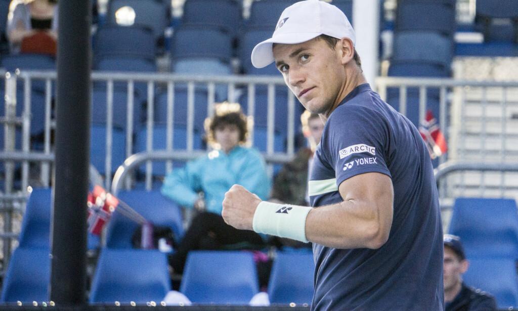 IMPONERTE: Casper Ruud tok seg til 2. runde i Australian Open. Nå klatrer han på verdenrankingen. Foto: Lars Eide / NTB scanpix
