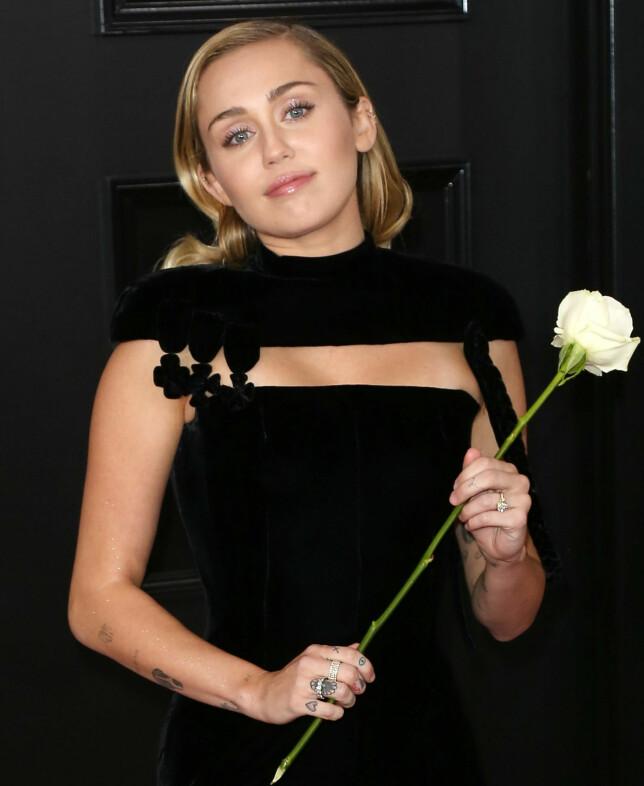 MILEY CYRUS: Artisten var en av stjernene som viste sin støtte ovenfor #MeToo og Time's Up-bevegelsen under Grammys 2018. FOTO: Scanpix